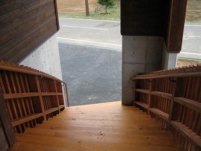 木の階段のある家2